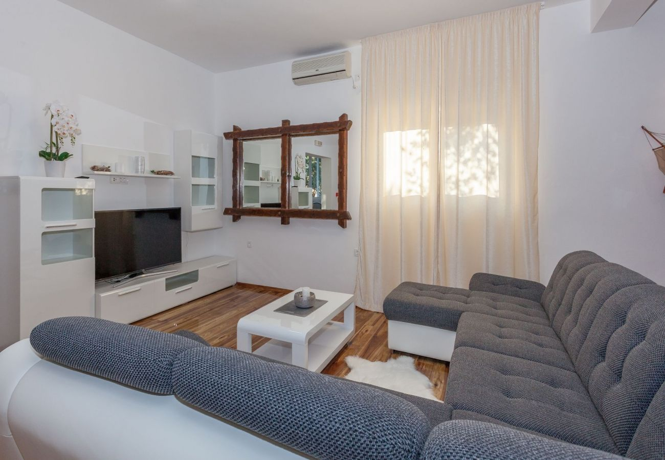Ferienhaus in Sveti Petar - Poolincluded Villa Marin