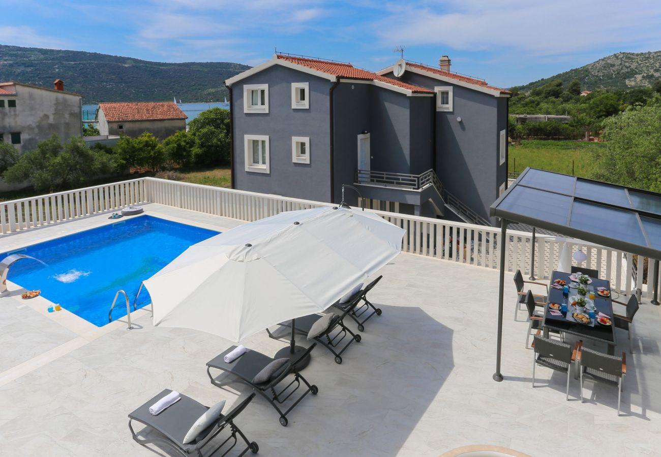 Ferienhaus in Poljica - Poolincluded Villa Blue Dolphin