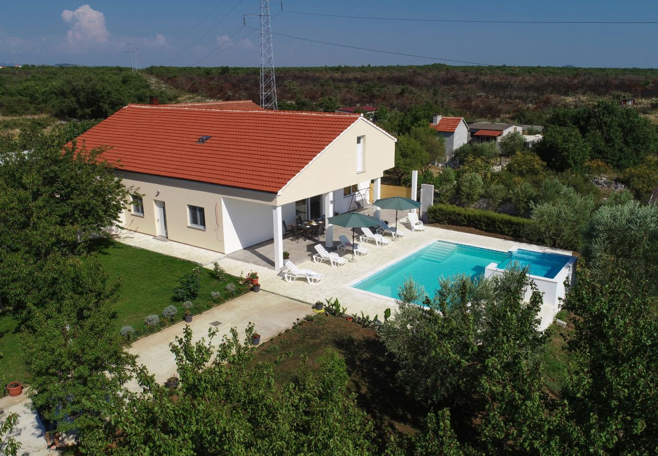 Ferienhaus in Galovac - Holiday home Anima
