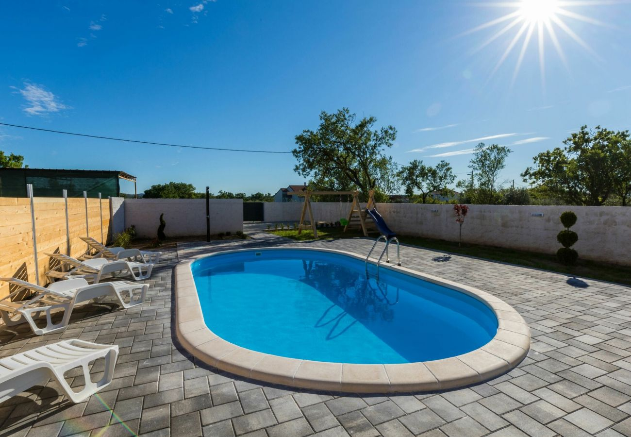 Huis in Galovac - Poolincluded Holiday Home Maroko