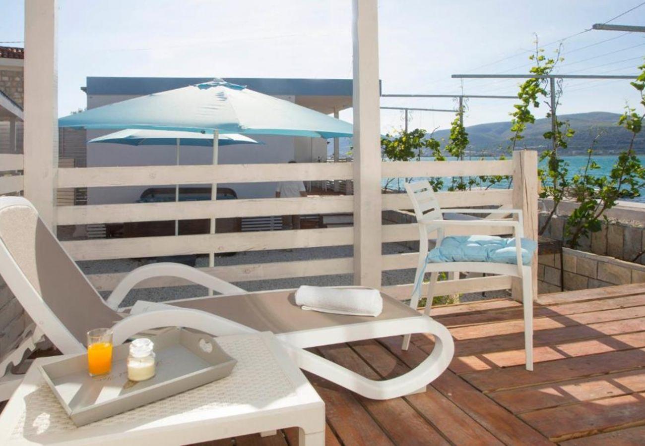 Mobile home in Trogir - Beachfront Mobile Homes Village
