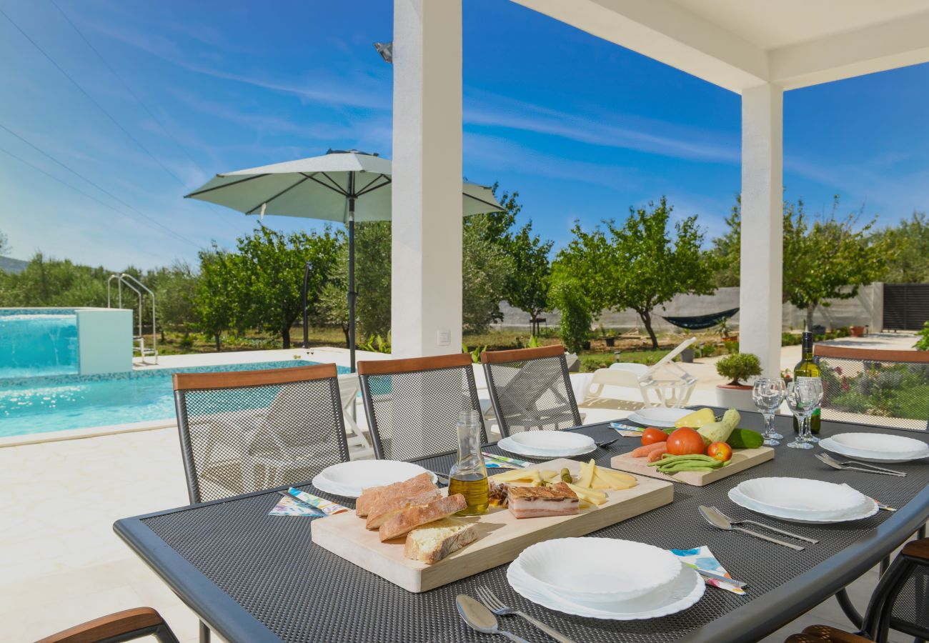 Huis in Galovac - Poolincluded Holiday Home Anima