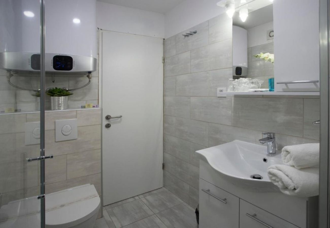 Huis in Trogir - Poolincluded Beachfront Mobile Homes Village