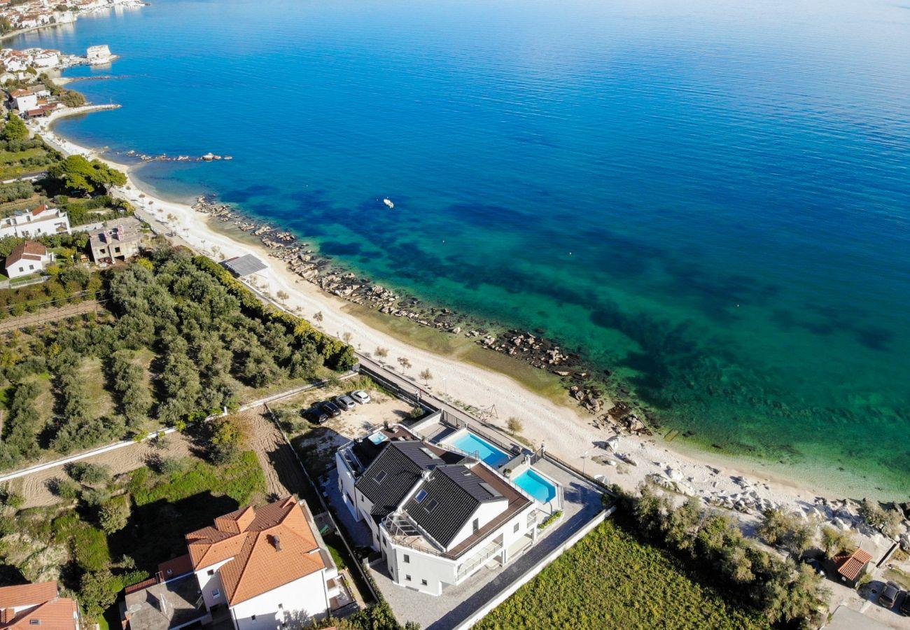 Huis in Kaštel Štafilic - Poolincluded Villa Paradiso