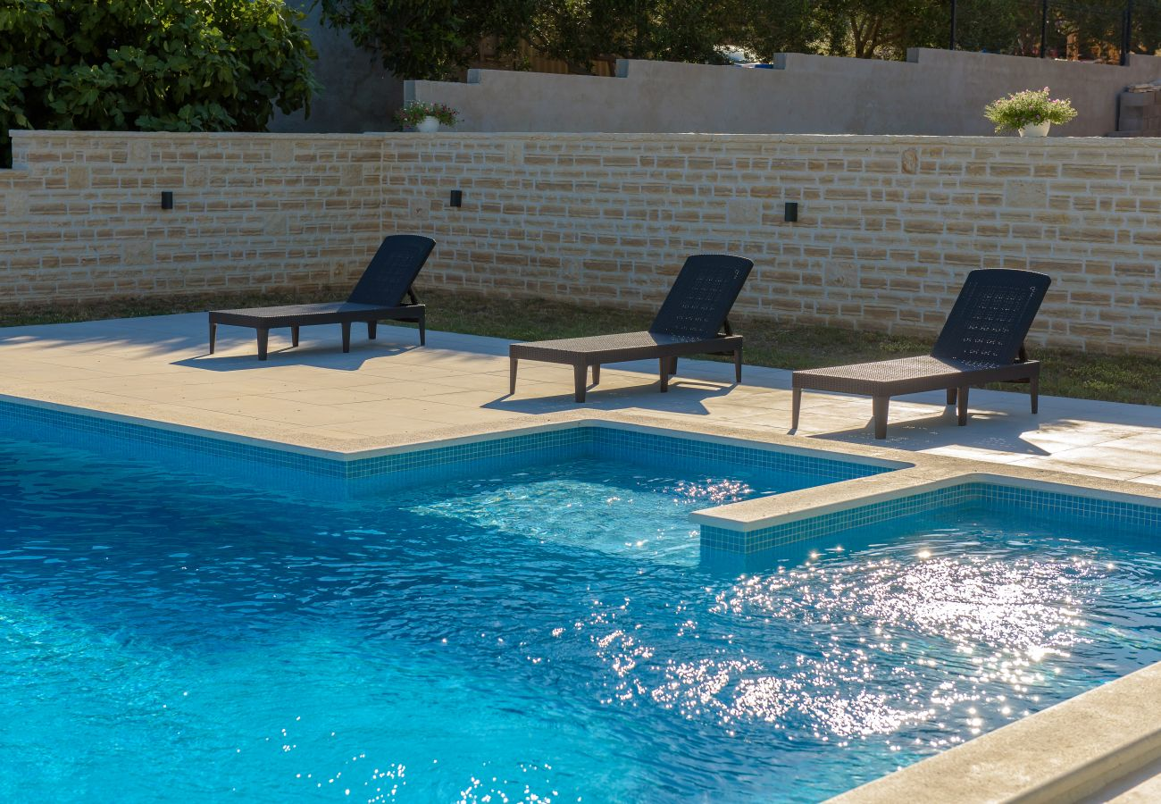 Huis in Lišane Ostrovicke - Poolincluded Holiday Home Maslina